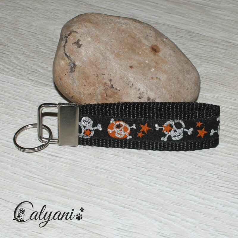 schluesselanhaenger-totenkopf-orange
