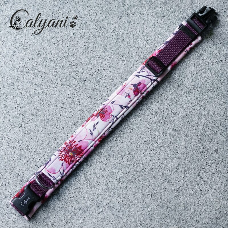 halsband-soft-kirschblueten-rosa-pflaume-mit-stoffummantelung